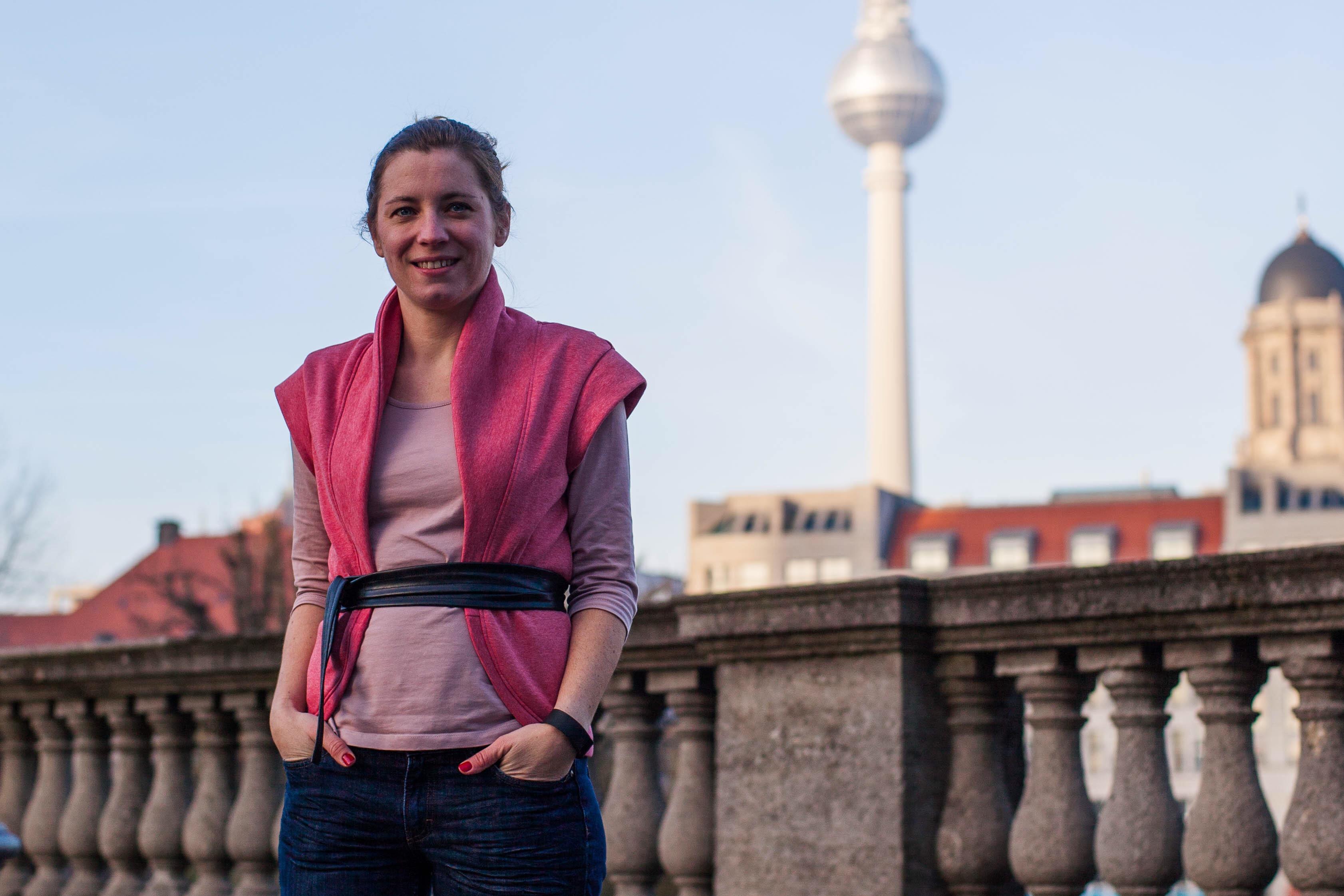 la weste | Frau von Nähten